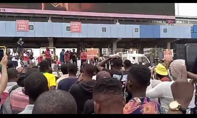Protesters React As Woman Gives Organizers 24hrs To Account For #EndSARS Money Spent